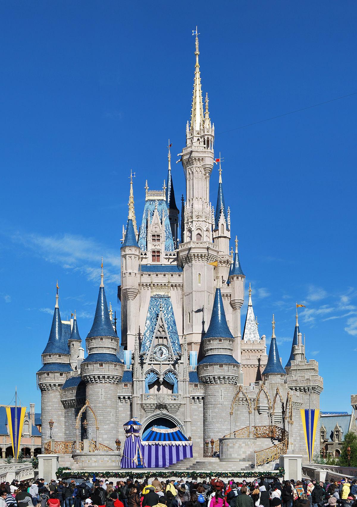 1200px-Cinderella_Castle_2013_Wade
