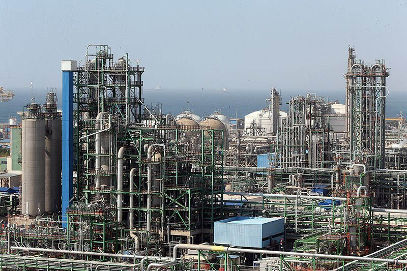 Petrochemical_Complexes_in_Asaluyeh_(8)